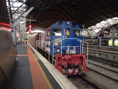 長距離列車はこんな駅から出発。サザンクロス駅の風景