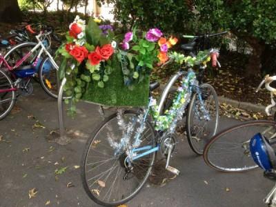 自転車とカフェは相思相愛? メルボルンで目にする不思議な光景