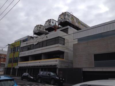 銀河鉄道もビックリ!メルボルンにある空をゆく電車ハンバーガー屋さん @ Easey's