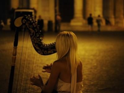 慌ただしい日々を送っているあなたへ、清涼感あふれるハープの女性ボーカルはいかが?