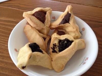 ユダヤのお祭り「プリム」で食べるお菓子「ハマンタッシェン」を買い食いしてみましたよ。