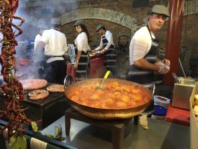 《ジブリ飯》 パズーの肉団子が食べたいならメルボルンのナイト・マーケットへ!《天空の城ラピュタ》