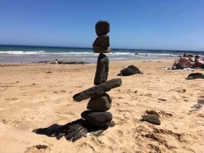 本気で遊ぶ!石を積み上げるアート「ロック・バランシング」で超集中力を鍛える