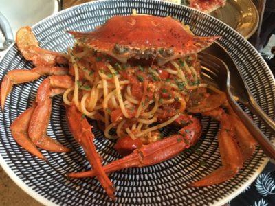 名物はワタリガニのスパゲッティー ! お客さんがひっきりなしのイタリア料理店 @ +39 Pizzeria